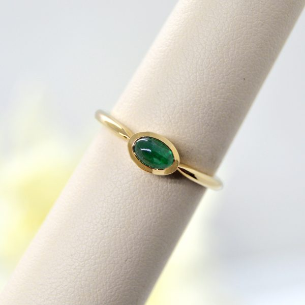 Emerald oval cabochon ring in 14k yellow gold
