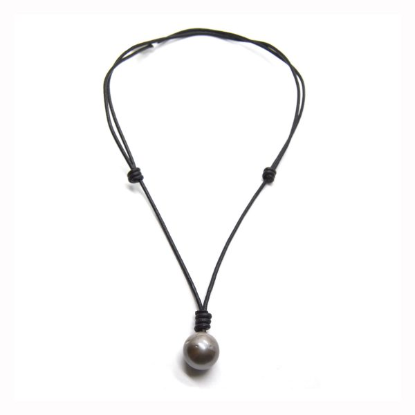 pearl necklace with adjustable knots in black leather
