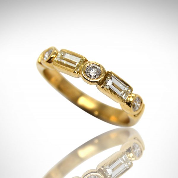 14KY gold band with alternating round and baguette diamonds.