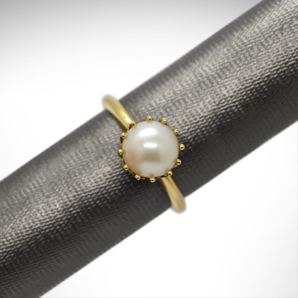 14K yellow gold crown ring with white pearl