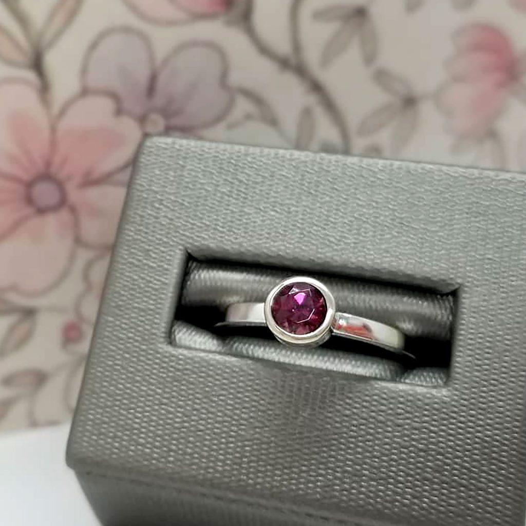 Bezel- set rhodolite garnet ring in 14k white gold