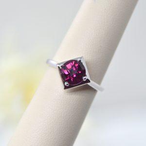 Round rhodolite garnet gemstone in square shaped setting, 14K white gold ring